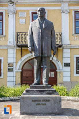 statuia-lui-bernady-gyorgy-din-targu-mures-judetul-mures.jpg