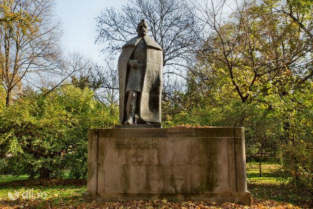statuia-lui-bethlen-gabor-din-oradea-judetul-bihor.jpg