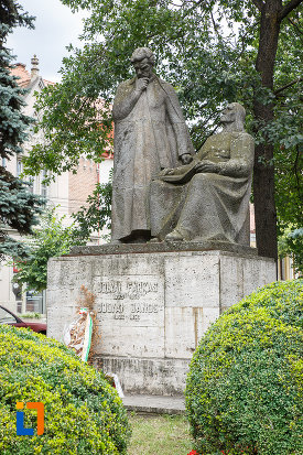statuia-lui-bolyai-farkas-si-bolyai-janos-din-targu-mures-judetul-mures.jpg