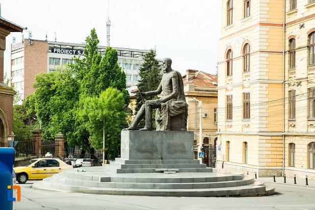 statuia-lui-carol-i-din-craiova-judetul-dolj-vazuta-din-lateral.jpg