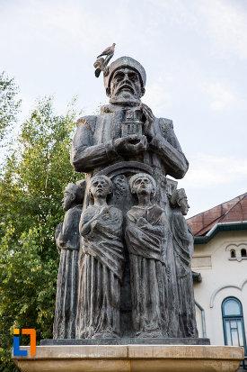 statuia-lui-constantin-basarab-brancoveanu-si-fii-sai-din-targoviste-judetul-dambovita.jpg