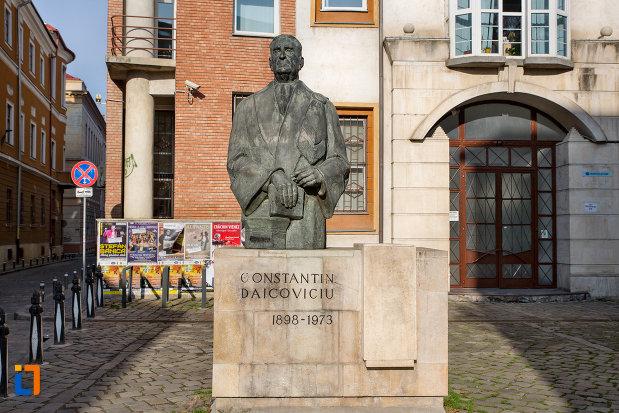 statuia-lui-constantin-daicoviciu-din-cluj-napoca-judetul-cluj.jpg