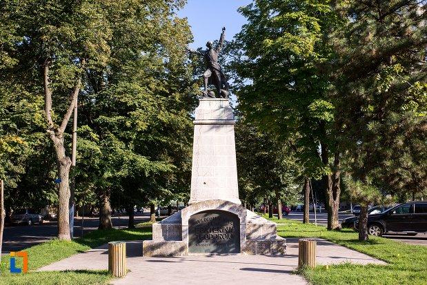 statuia-lui-ecaterina-teodoroiu-din-braila-judetul-braila.jpg