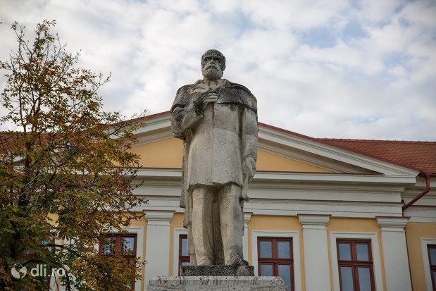 statuia-lui-emanuil-goidu-din-oradea-judetul-bihor.jpg