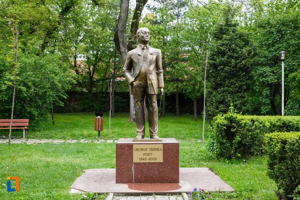 statuia-lui-gheorghe-tarnea-din-ramnicu-valcea-judetul-valcea.jpg