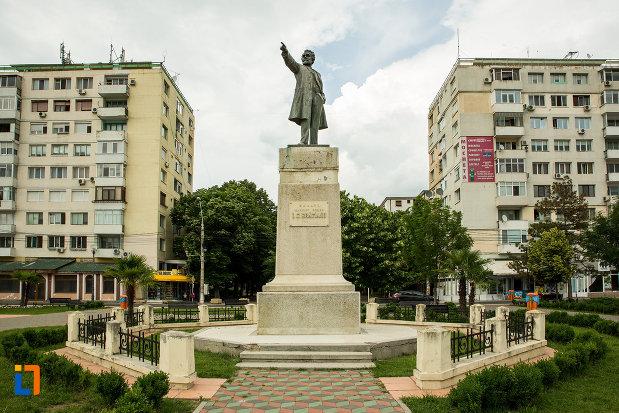statuia-lui-i-c-bratianu-din-galati-judetul-galati.jpg