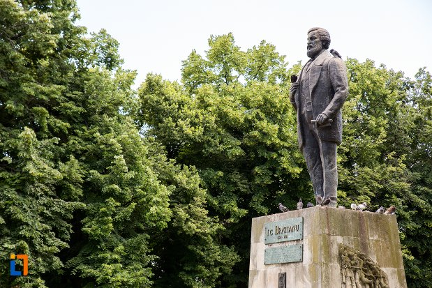 statuia-lui-ic-bratianu-din-pitesti-judetul-arges-vazuta-din-lateral.jpg