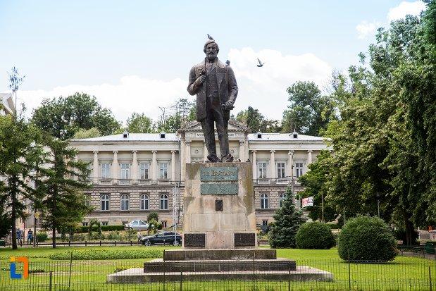 statuia-lui-ic-bratianu-din-pitesti-judetul-arges.jpg