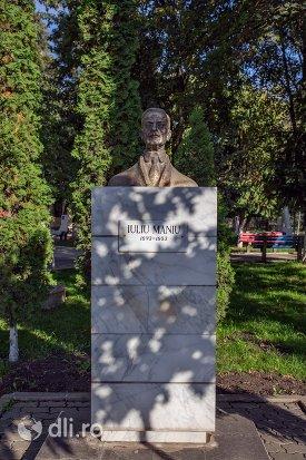 statuia-lui-ion-iuliu-maniu-din-negresti-oas-judetul-satu-mare.jpg