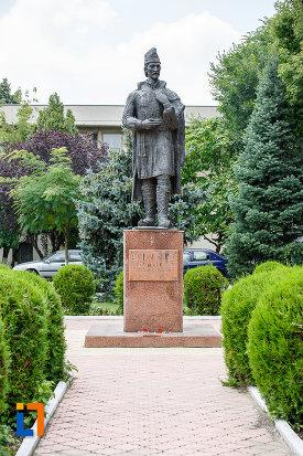 statuia-lui-liviu-vasilica-din-alexandria-judetul-teleorman.jpg