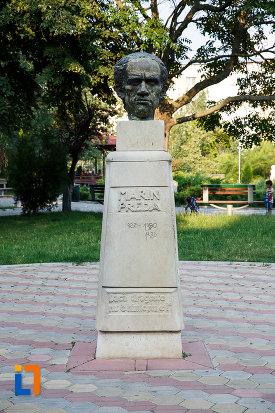 statuia-lui-marin-preda-din-rosiorii-de-vede-judetul-teleorman.jpg