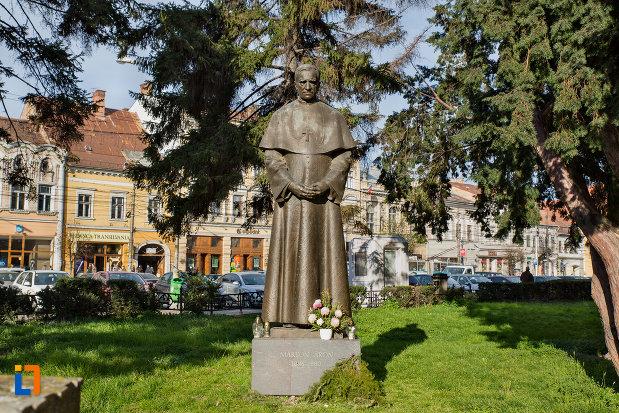 statuia-lui-marton-aron-din-cluj-napoca-judetul-cluj-in-piata-unirii.jpg