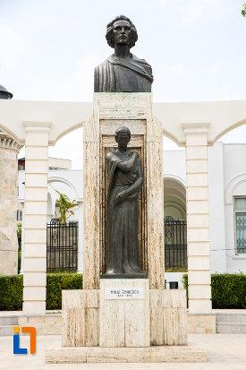 statuia-lui-mihai-eminescu-din-constanta-judetul-constanta.jpg