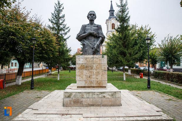 statuia-lui-mihai-eminescu-din-medias-judetul-sibiu.jpg