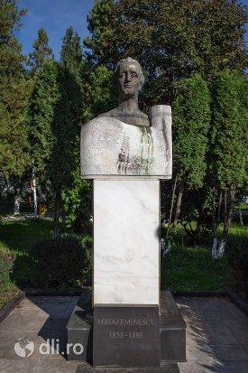 statuia-lui-mihai-eminescu-din-negresti-oas-judetul-satu-mare.jpg