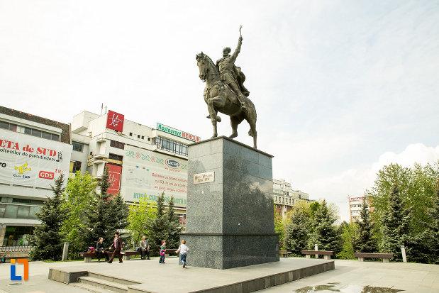 statuia-lui-mihai-viteazu-din-craiova-judetul-dolj.jpg