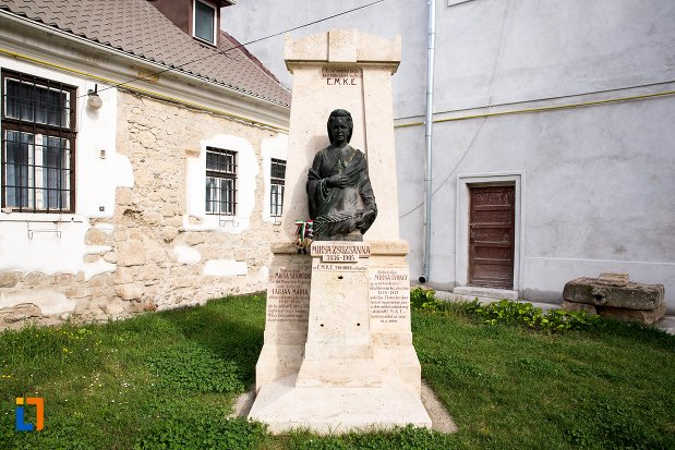 statuia-lui-miksa-zsuzsanna-din-aiud-judetul-alba.jpg