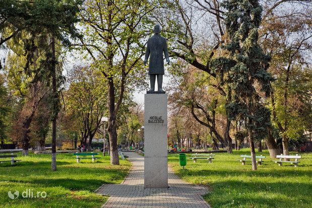 statuia-lui-nicolae-balcescu-din-oradea-judetul-bihor.jpg
