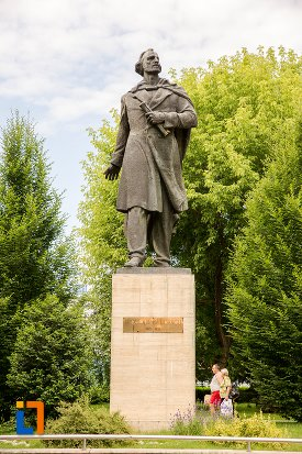 statuia-lui-nicolae-balcescu-din-pitesti-judetul-arges.jpg