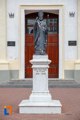statuia-lui-papa-ioan-paul-al-ii-lea-din-suceava-judetul-suceava.jpg