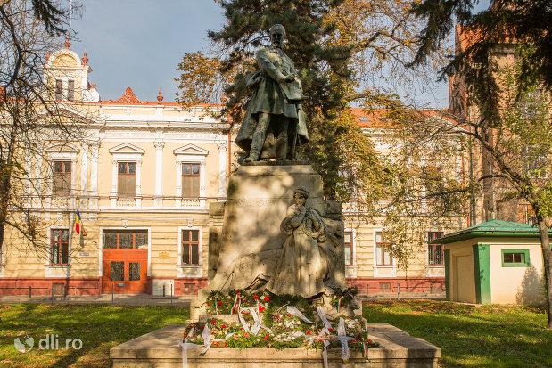 statuia-lui-szacsvay-imre-din-oradea-judetul-bihor.jpg