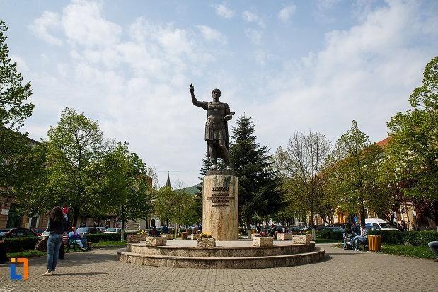 statuia-lui-traian-din-deva-judetul-hunedoara.jpg