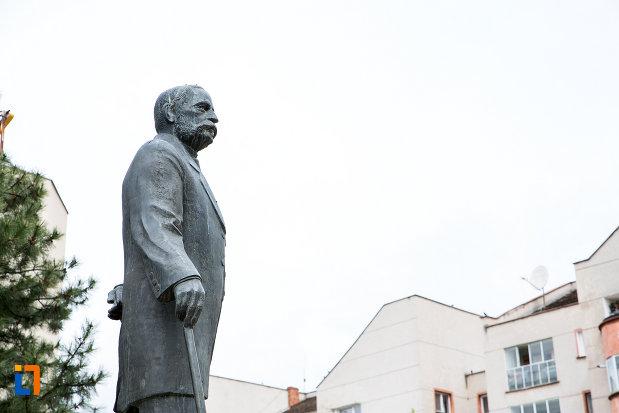 statuia-lui-traian-doda-din-caransebes-judetul-caras-severin-vazuta-din-lateral.jpg