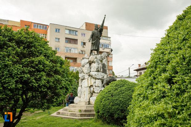 statuia-lui-tudor-vladimirescu-1898-din-targu-jiu-judetul-gorj.jpg