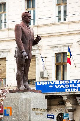 statuia-lui-vasile-goldis-din-arad-judetul-arad-2.jpg