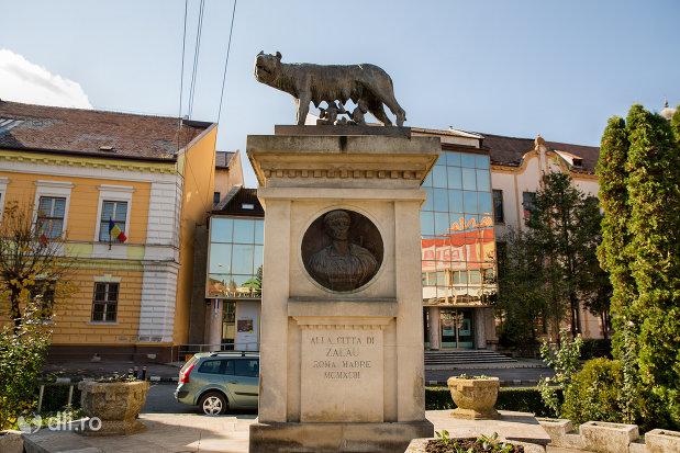 statuia-lupoaica-din-zalau-judetul-salaj.jpg