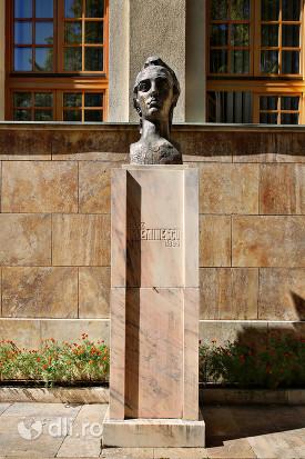 statuia-mihai-eminescu-satu-mare.jpg
