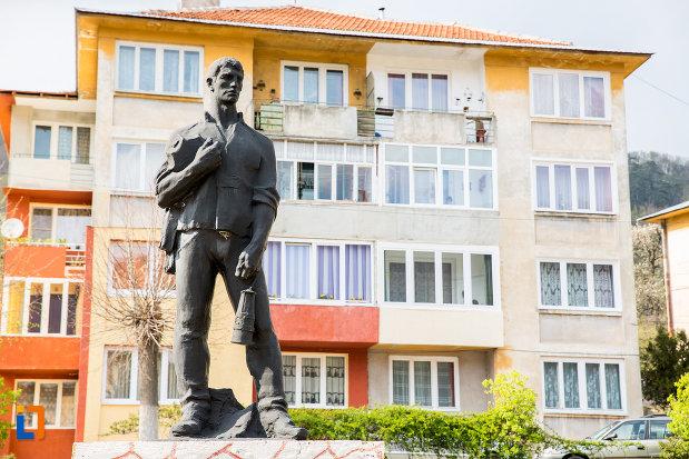 statuia-minerului-din-anina-judetul-caras-severin.jpg