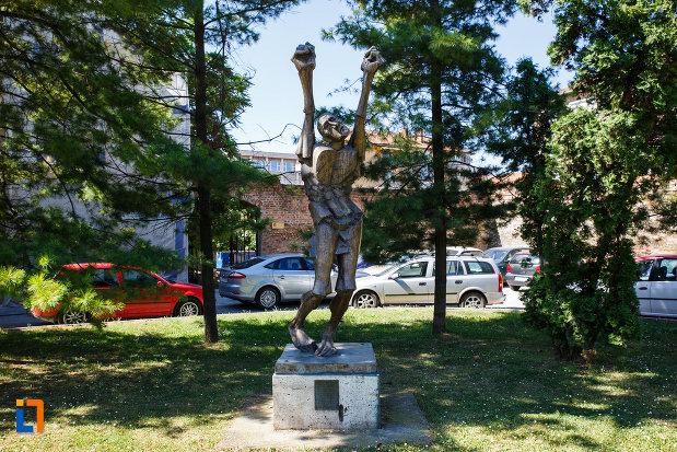 statuia-omul-tinta-memorialul-revolutiei-din-1989-din-timisoara-judetul-timis.jpg