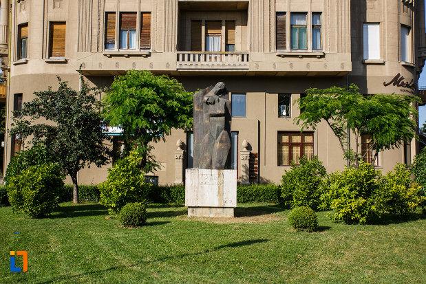 statuia-pieta-din-timisoara-judetul-timis-un-memorial-al-revolutiei-din-1989.jpg