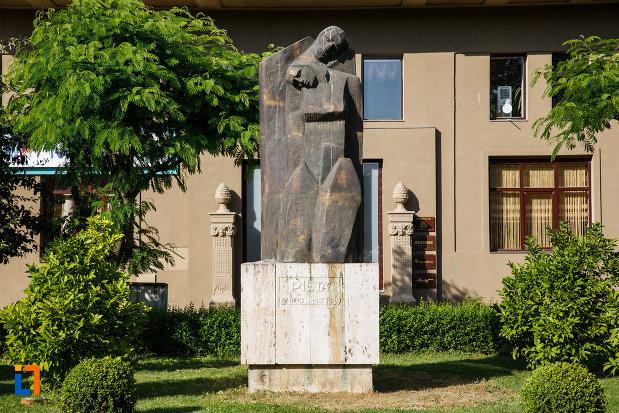 statuia-pieta-din-timisoara-judetul-timis.jpg