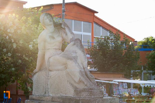 statuia-poezia-din-eforie-sud-judetul-constanta.jpg
