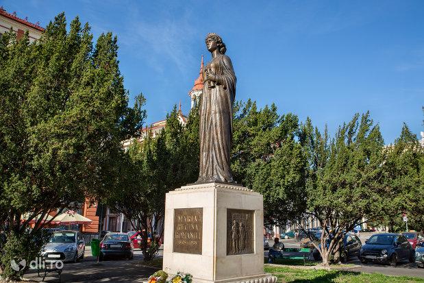 statuia-regina-maria-a-romaniei-din-oradea-judetul-bihor-vazuta-din-lateral.jpg