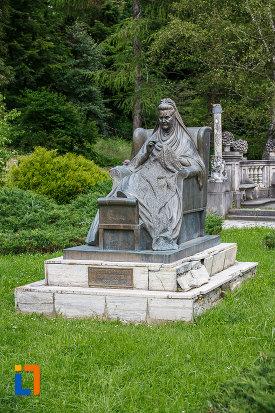 statuia-reginei-elisabeta-carmen-silva-a-romaniei-din-sinaia-judetul-prahova.jpg