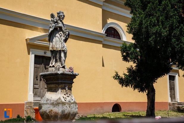 statuia-sf-ioan-nepomuc-1757-din-sannicolau-mare-judetul-timis-fotografiat-din-lateral.jpg