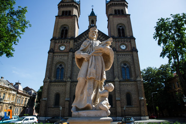 statuia-sf-ioan-nepomuc-din-timisoara-judetul-timis-fotografiat-de-jos.jpg