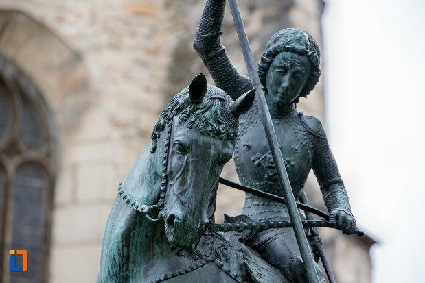 statuia-sfantul-gheorghe-din-cluj-napoca-judetul-cluj-vazute-de-aproape.jpg