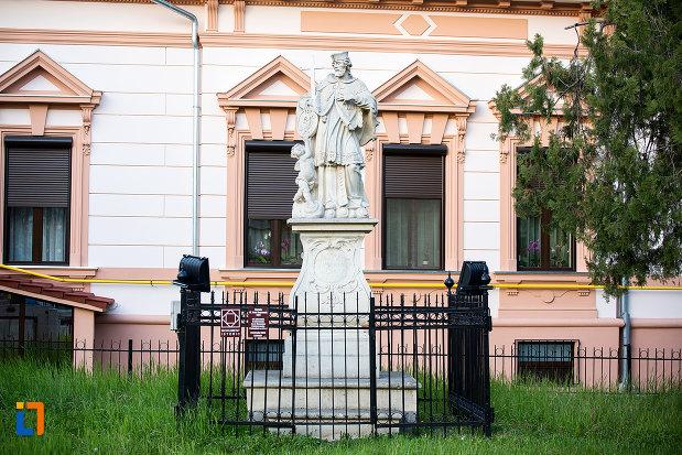 statuia-sfantului-ioan-nepomuc-din-arad-judetul-arad.jpg