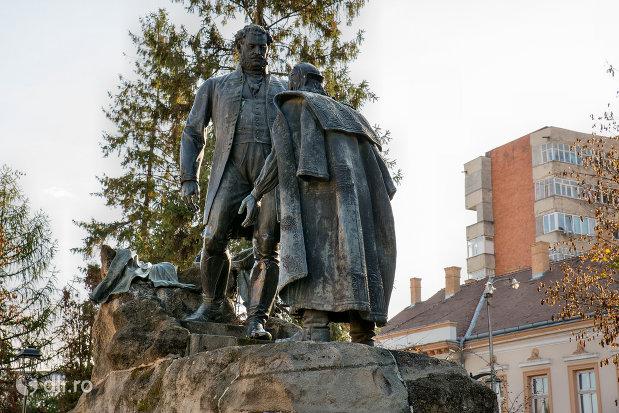 statuia-wesselenyi-din-zalau-judetul-salaj-imagine-laterala.jpg