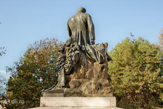 statuia-wesselenyi-din-zalau-judetul-salaj-vazuta-din-spate.jpg