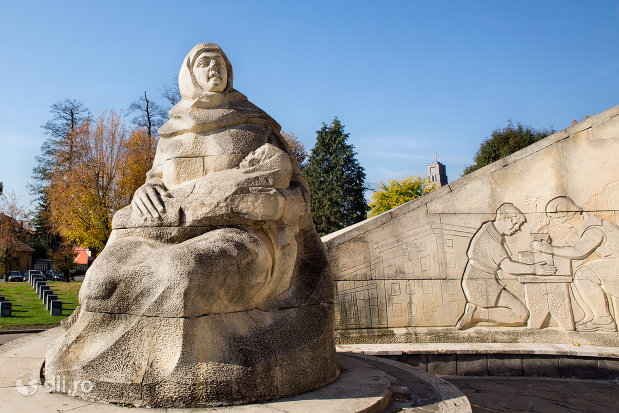 statuie-a-monumentului-ostasului-romandin-baia-mare-judetul-maramures.jpg