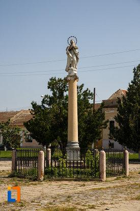 statuie-aflata-in-ansamblul-urban-piata-cetatii-din-ciacova-judetul-timis.jpg