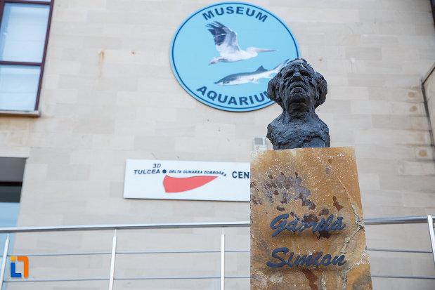 statuie-aflata-la-centrul-ecoturistic-delta-dunarii-din-tulcea-judetul-tulcea.jpg