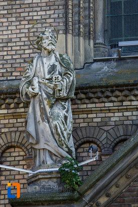 statuie-aflata-pe-catedrala-romano-catolica-millenium-din-timisoara-judetul-timis.jpg