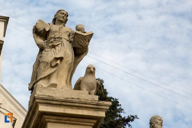 statuie-biserica-romano-catolica-sf-pertu-din-cluj-napoca-judetul-cluj.jpg