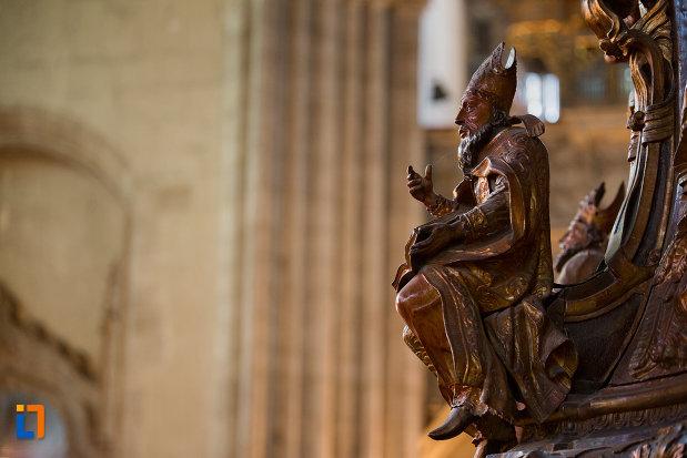 statuie-biserica-sfantul-mihail-din-cluj-napoca-judetul-cluj.jpg